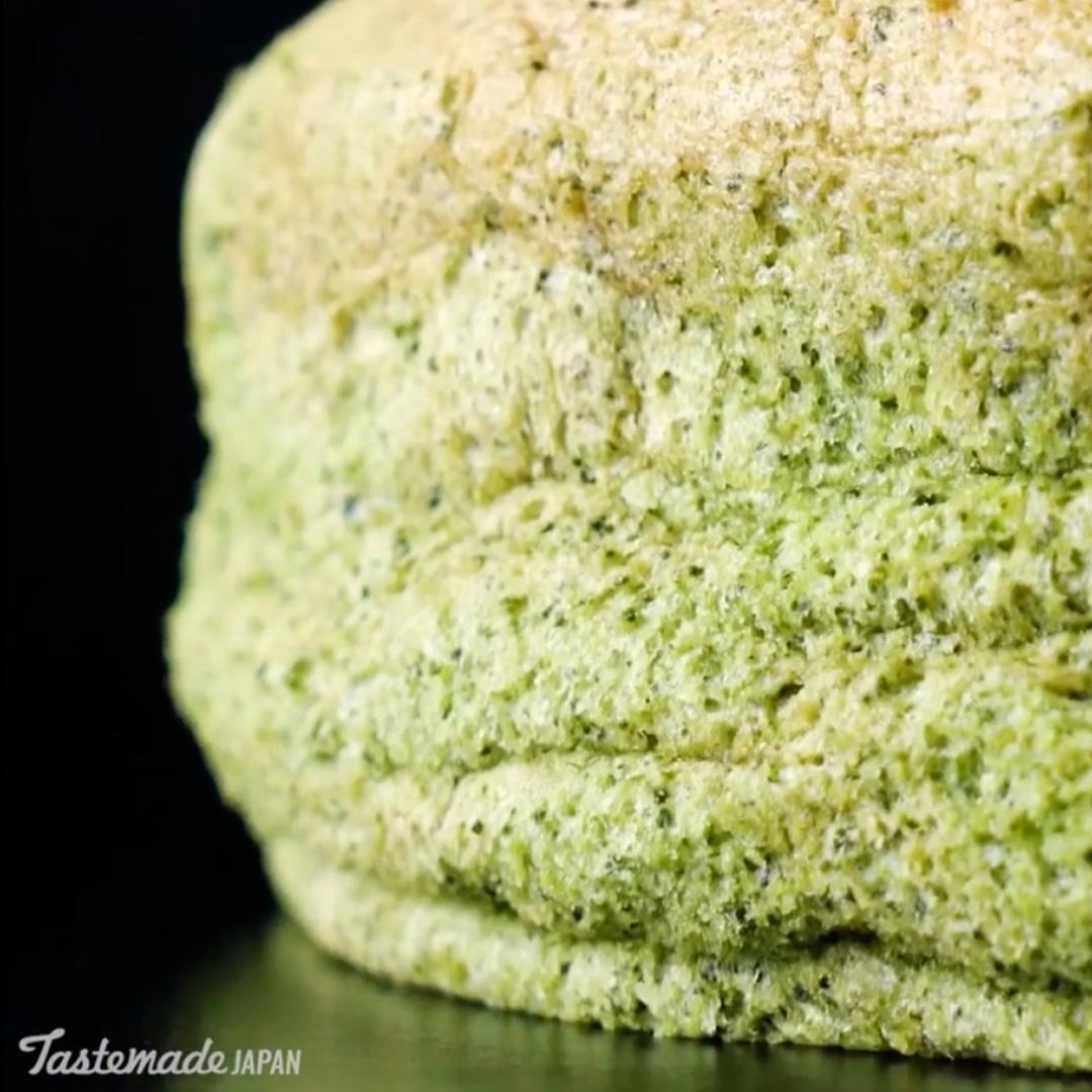 Extra sponge matcha cheesecake 1