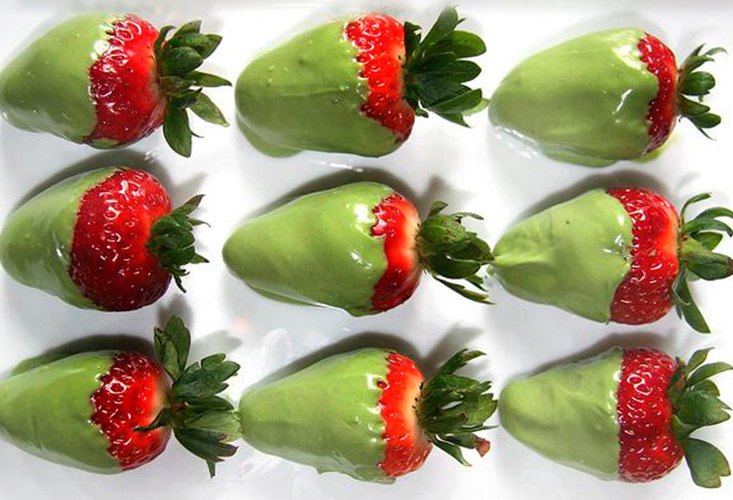 Strawberries with matcha tea chocolate 1