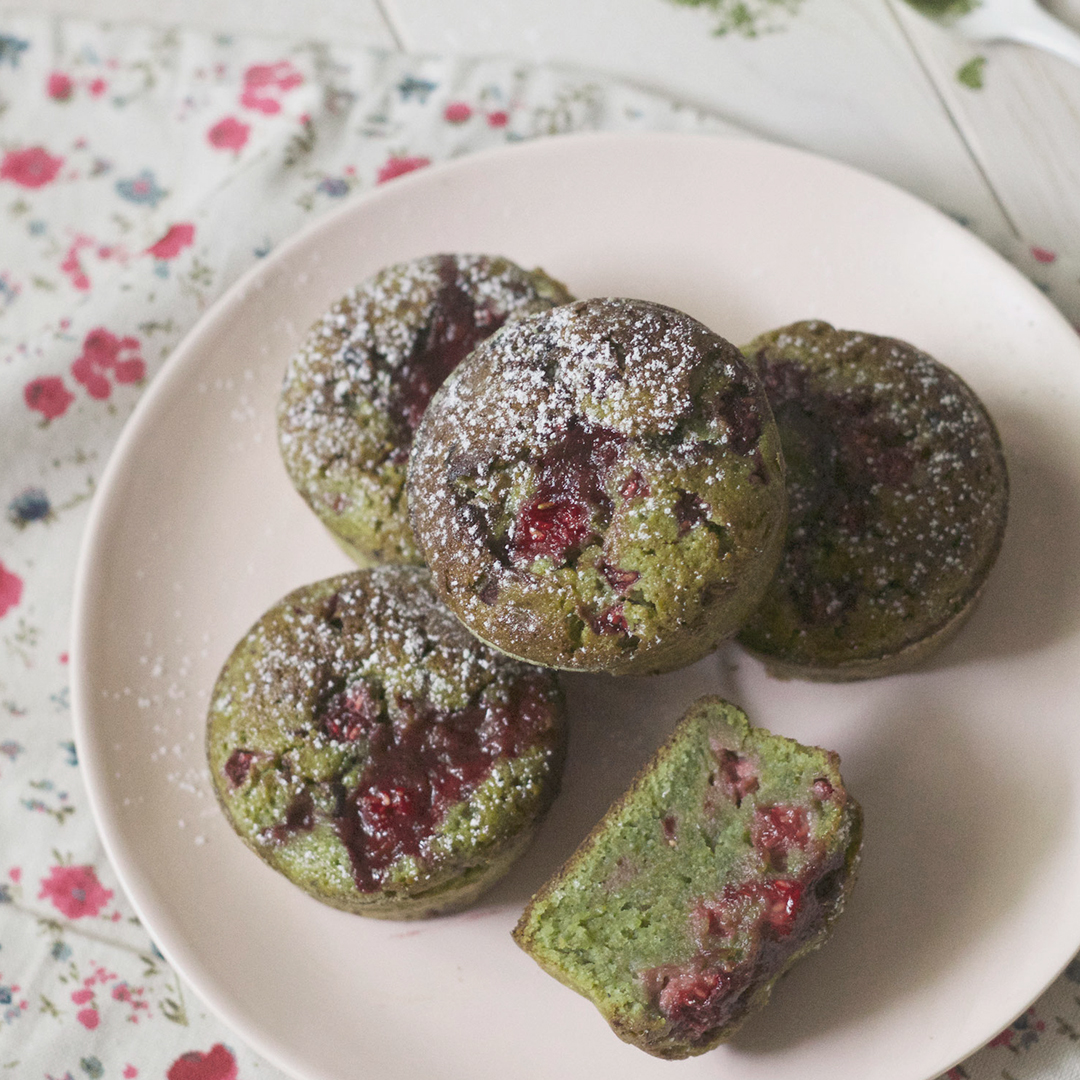 Matcha and raspberry muffins 1